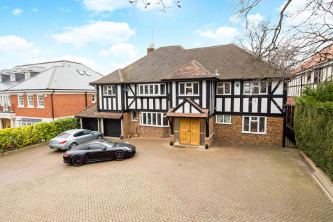 Stradbroke Drive, Chigwell, Essex, IG7. 5 bedroom detached house for sale