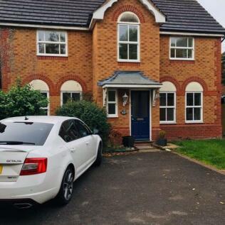 Plover Close, Stratford upon Avon, Warwickshire. 4 bedroom house