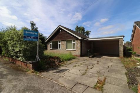 Longsight Road, Holcombe Brook, Bury, Greater Manchester, BL0. 4 bedroom detached bungalow