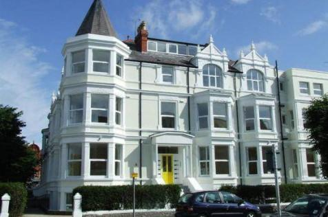 Trinity Square, Llandudno, Conwy (County of), LL30. 2 bedroom apartment