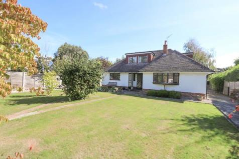 Sinah Lane, Hayling Island. 4 bedroom detached bungalow for sale
