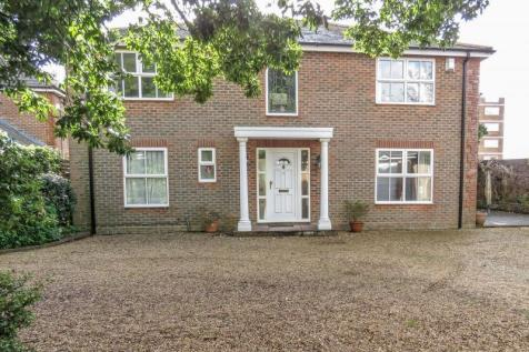 Stamford Avenue, Hayling Island. 4 bedroom detached house for sale