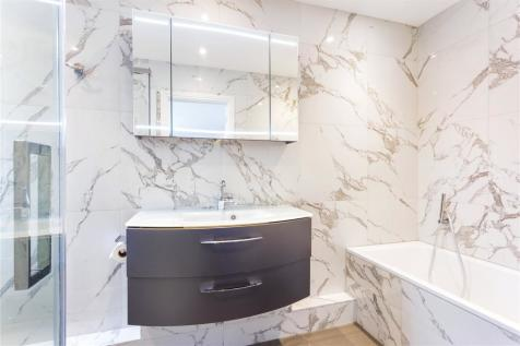 Palace Court, Finchley Road, Hampstead, London, NW3. 3 bedroom flat for sale