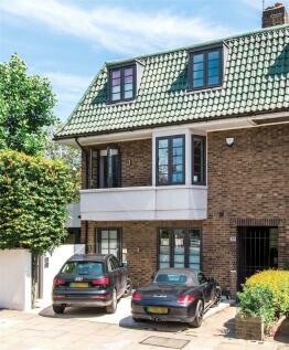 Pembroke Road, Kensington, London, W8. 3 bedroom flat