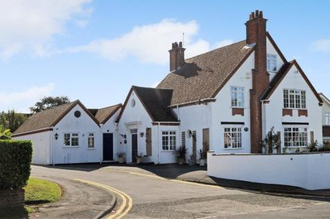 Rayleigh Road, Hutton, Brentwood, CM13. 6 bedroom detached house for sale