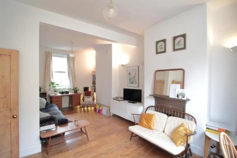 Somers Road, Brixton Hill. 2 bedroom terraced house