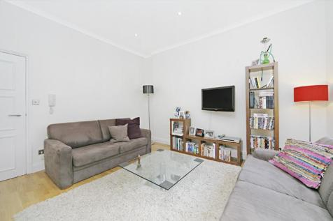 Hatherley Grove, Bayswater, W2. 2 bedroom flat
