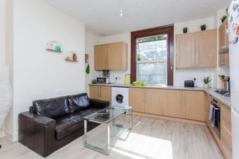 A Stroud Green Road, Highgate, N4. 4 bedroom flat