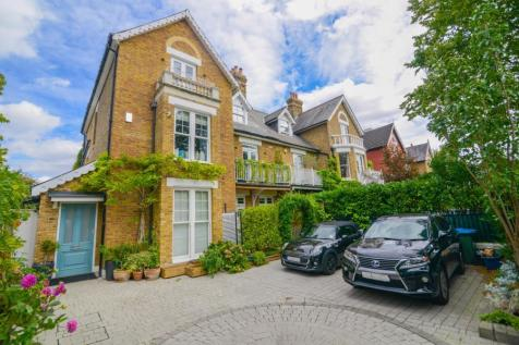 Kew Gardens Road. 6 bedroom terraced house