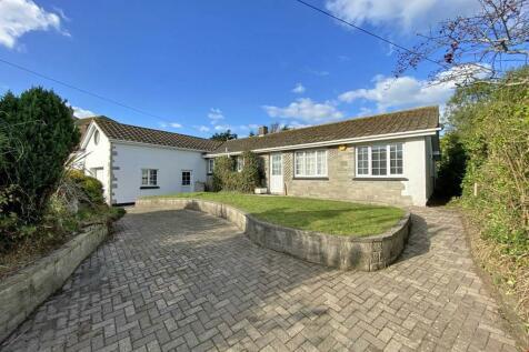 Crantock, Nr. Newquay, Cornwall. 4 bedroom detached bungalow for sale