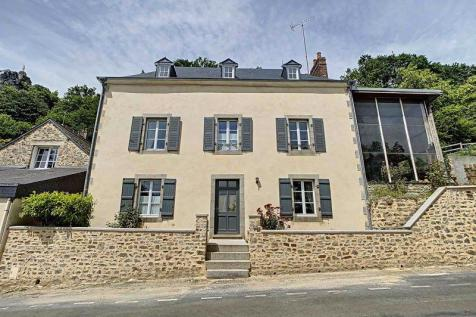 Chailland, Mayenne. 6 bedroom village house