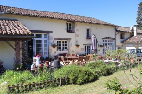 Saint Meard de Gurcon, Dordogne. 7 bedroom farm house