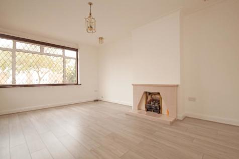 Chase Way, Southgate, N14. 3 bedroom chalet