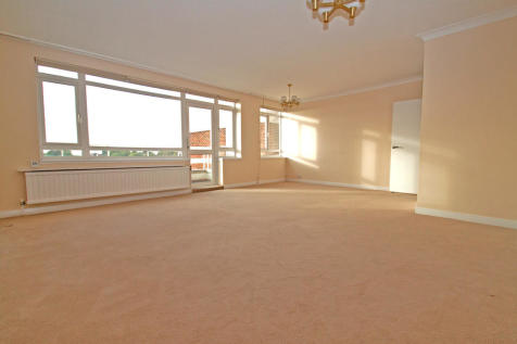 Regents Park Road, Finchley Central, N3. 2 bedroom apartment