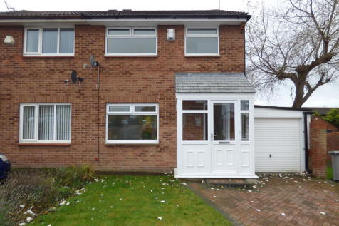 Chippenham Avenue, Greasby, CH49 3QW. 3 bedroom semi-detached house