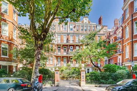 Fitzgeorge Avenue, London, W14. 2 bedroom flat