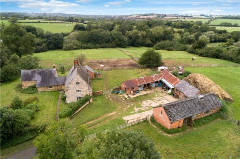 Banbury Road, Moreton Pinkney, Northamptonshire. 6 bedroom detached house for sale