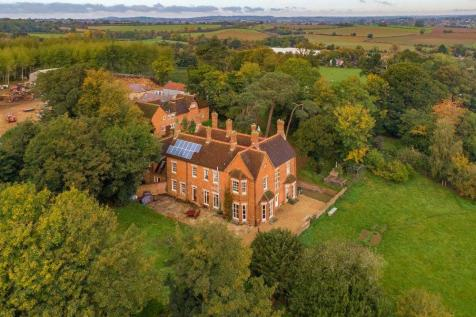 Nether Heyford, Northampton, Northamptonshire. Detached house for sale