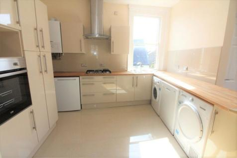 Winchmore Hill Green N21. 2 bedroom flat