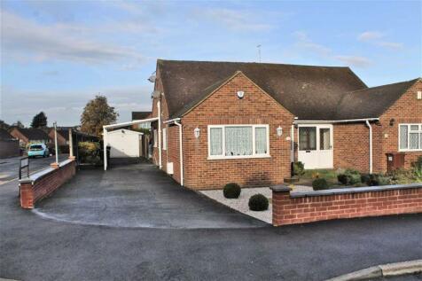 Nursery Road, Meopham. 2 bedroom semi-detached bungalow for sale