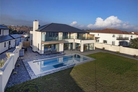 1 Hartfield Place, BEXHILL-ON-SEA, East Sussex. 5 bedroom detached house for sale