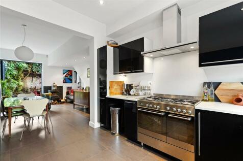 Thornfield Road, London, W12. 4 bedroom house