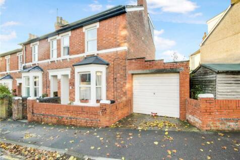 Ashford Road, Swindon, Wiltshire, SN1. 4 bedroom end of terrace house for sale