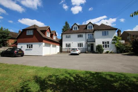 London Road, Liphook, Hampshire, GU30. 5 bedroom detached house for sale