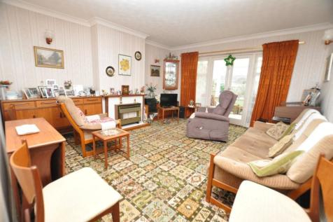 Orchard Close, Great Baddow, Chelmsford, CM2. 2 bedroom bungalow