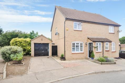 Spencer Court, South Woodham Ferrers, Chelmsford, CM3. 3 bedroom semi-detached house