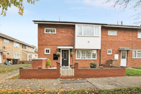 Auckland Close, Chelmsford, CM1. 4 bedroom end of terrace house