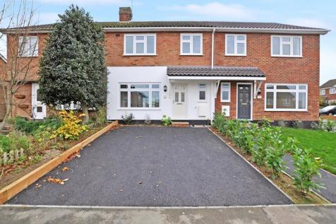 Alder Drive, Moulsham, Chelmsford, CM2. 3 bedroom terraced house