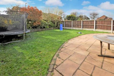 Johnson Road, Great Baddow, Chelmsford, CM2. 3 bedroom link detached house