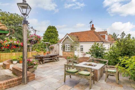 Brook Lane, Great Baddow, Chelmsford, CM2. 4 bedroom cottage