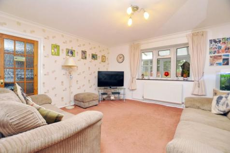 Boleyn Way, Boreham, Chelmsford, CM3. 3 bedroom semi-detached house
