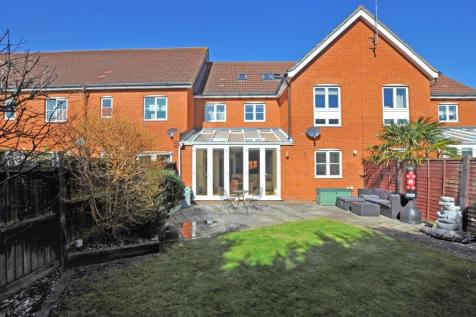 Greenwood Close, Chelmer Village, Chelmsford, CM2. 4 bedroom terraced house