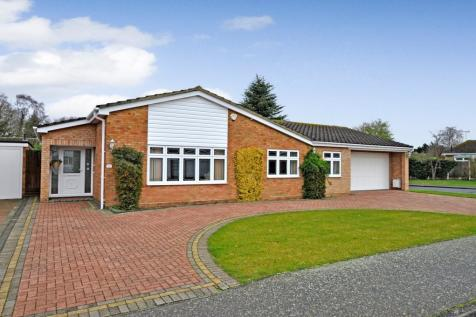 Leigh Drive, Wickham Bishops, Witham, CM8. 3 bedroom detached bungalow