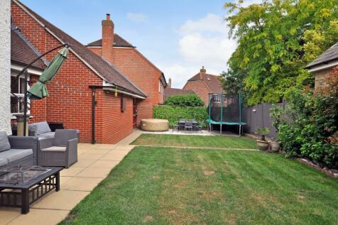 Cornelius Vale, Chancellor Park, Chelmsford, CM2. 5 bedroom detached house