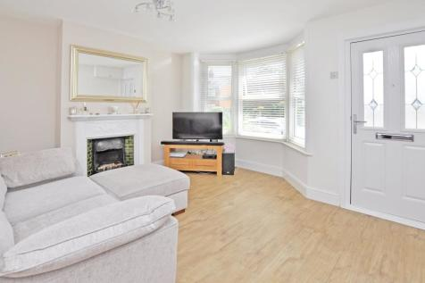 Vicarage Road, Chelmsford, CM2. 2 bedroom end of terrace house