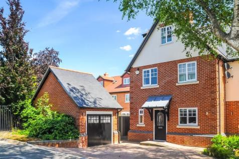 Vicarage Road, Old Moulsham, Chelmsford, CM2. 5 bedroom semi-detached house