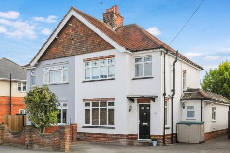 Kingston Crescent, Chelmsford, CM2. 3 bedroom semi-detached house