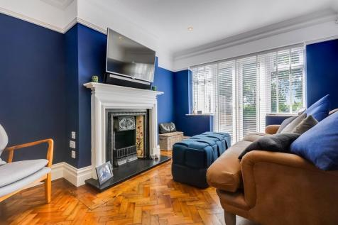 Galleywood Road, Chelmsford, CM2. 3 bedroom semi-detached house