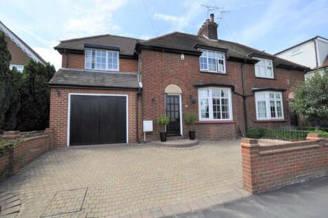 Beehive Lane, Great Baddow, Chelmsford, CM2. 3 bedroom semi-detached house