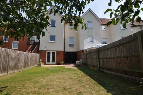 Montfort Drive, Great Baddow, Chelmsford, CM2. 3 bedroom terraced house