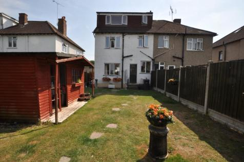 First Avenue, Chelmsford, CM1. 4 bedroom semi-detached house
