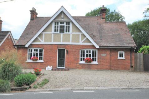 The Common, Danbury, Chelmsford, CM3. 3 bedroom detached house