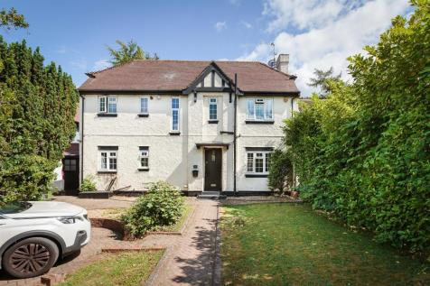 Banstead. 3 bedroom detached house for sale