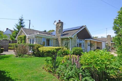 Meadow Close, Henstridge, Templecombe. 3 bedroom detached bungalow