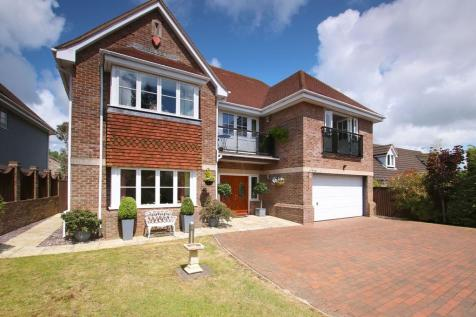 SPECTACULAR HOME WITH GALLERIED LANDING - Milford Road, Lymington, Hampshire. 5 bedroom detached house for sale