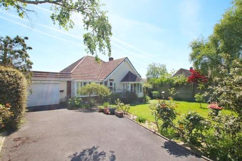 SOUGHT-AFTER LOCATION - Belmore Road, Lymington, Hampshire. 3 bedroom chalet for sale